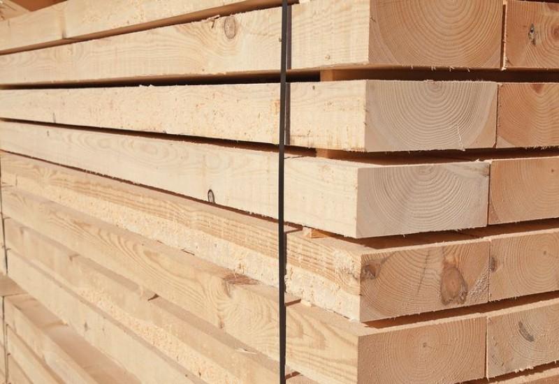 Из  каких пород дерева пилят брус